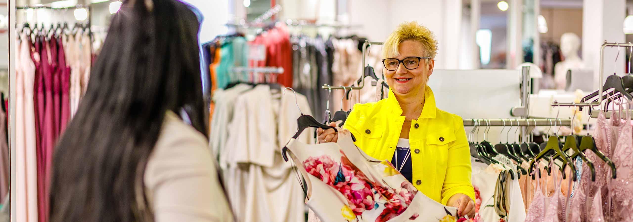 Beratung im Modehaus Brand-Moden in Leidersbach bei Frankfurt und Würzburg