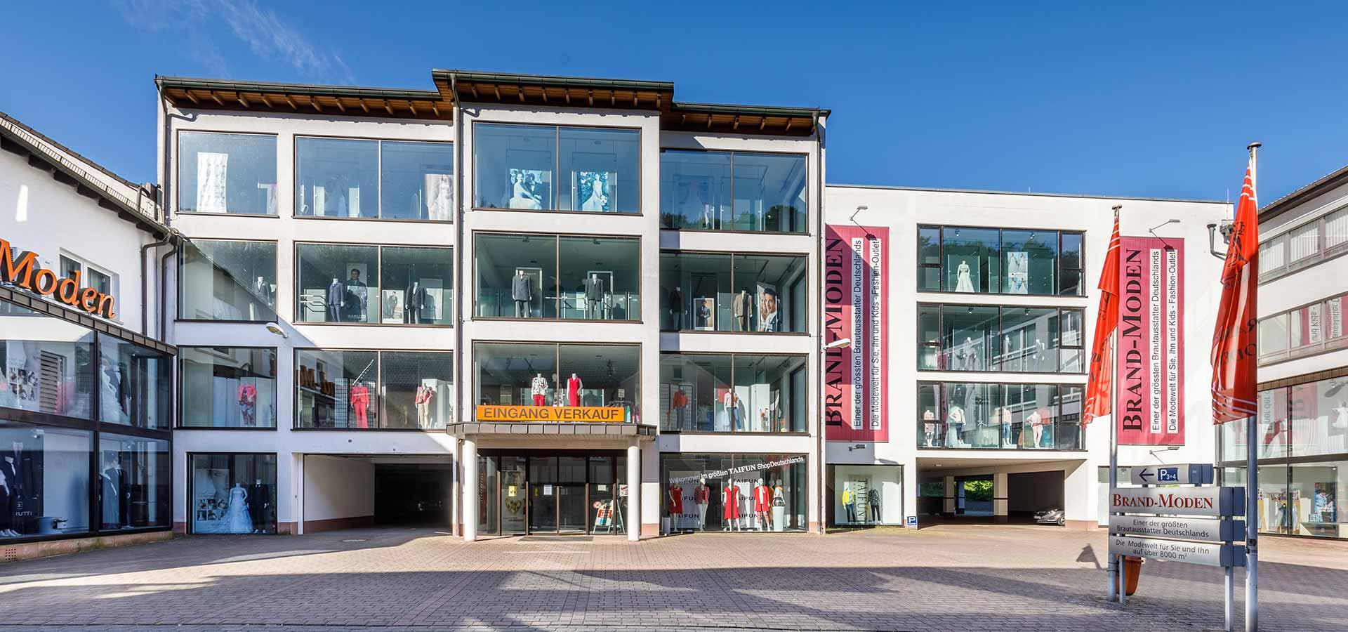 Fassade Modehaus Brand-Moden in Leidersbach bei Frankfurt und Würzburg